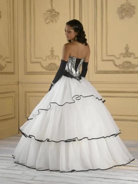 014d625412 Fehér/fekete menyasszonyi ruha, keresd a hozáillo menyecskeruhát is ...